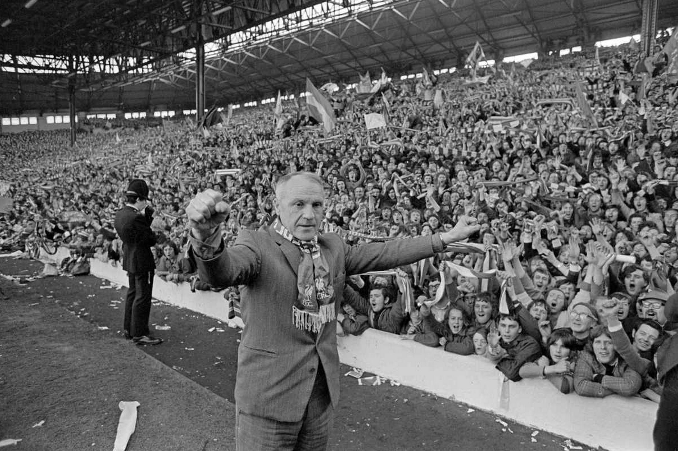 Shankly celebrates with the kop
