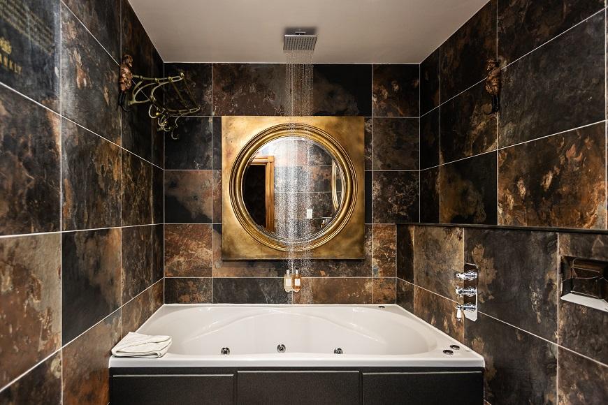 Shankly whirlpool bath